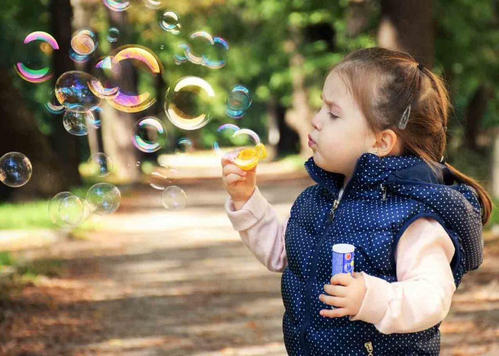 Xây dựng tình yêu và suy nghĩ cảm thông ở trẻ